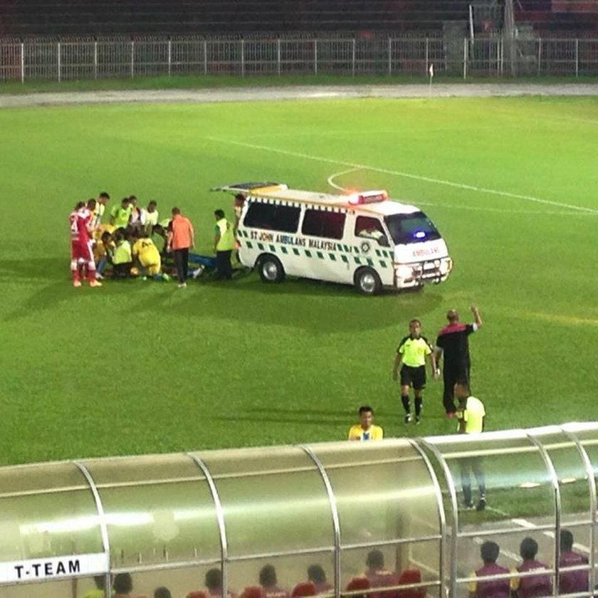 Piłkarz umierał na boisku! Medycy siedzieli na trybunach zamiast go ratować