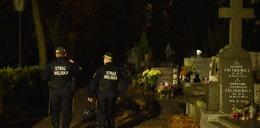 Strażnicy pilnują stołecznych nekropoli