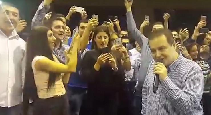 dačić peva01