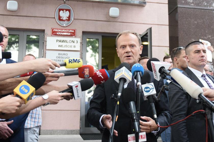 Tusk w prokuraturze.