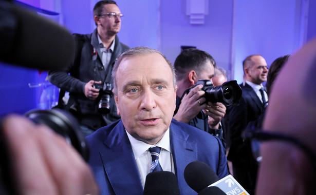 Schetyna ocenił, że spółki Skarbu Państwa, pod wpływem menedżerów wskazanych przez PiS, doprowadzono obecnie do takiego stanu, że straciły na wartości miliardy złotych