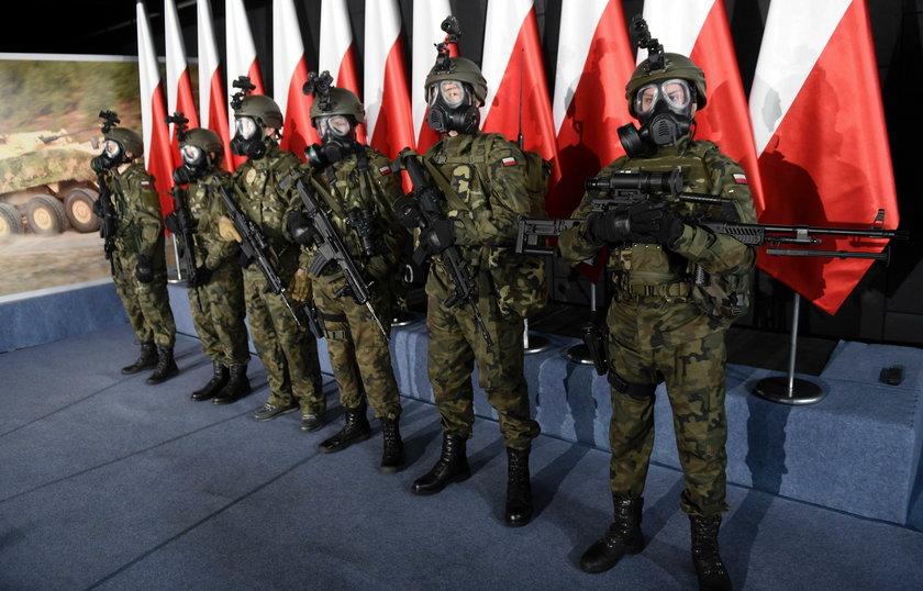 Macierewicz chwali się nowym wojskiem