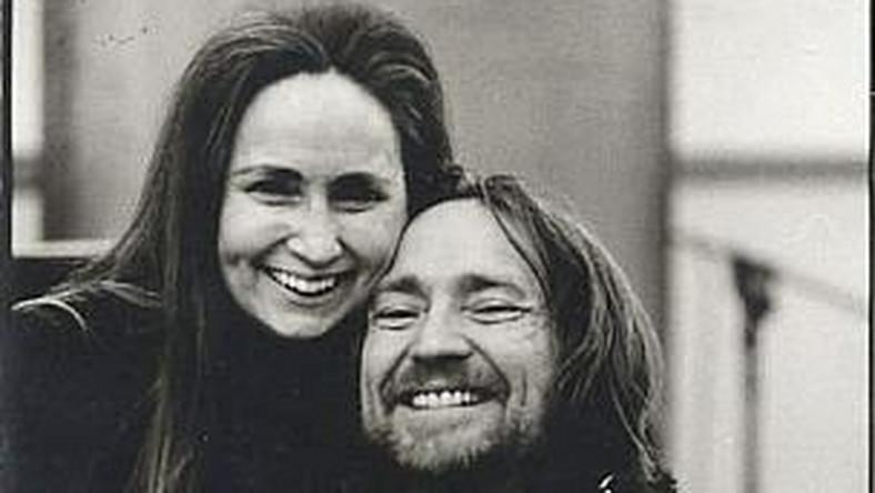 –Od kiedy pamiętam Willie i Bobbie, którzy wiele razem podróżują, poświęcają trochę czasu na granie swoich ulubionych piosenek – mówi Mickey Raphael, amerykański wirtuoz harmonijki ustnej, od lat współpracujący z Willie Nelsonem. –Bobbie ma swój instrument a i gitara Willie'go – Trigger jest zawsze przy nim. To podczas takiej podróży narodził się pomysł na nagranie tej płyty –wspomina