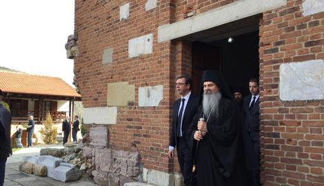 Vučić u Banjskoj: Srbi moraju da ostanu i opstanu na Kosovu. Albanci, želimo mir (VIDEO)