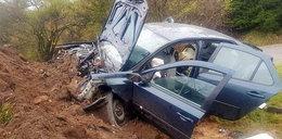 34-latek rozbił samochód. Do policjantów krzyczał, aby go zastrzelili