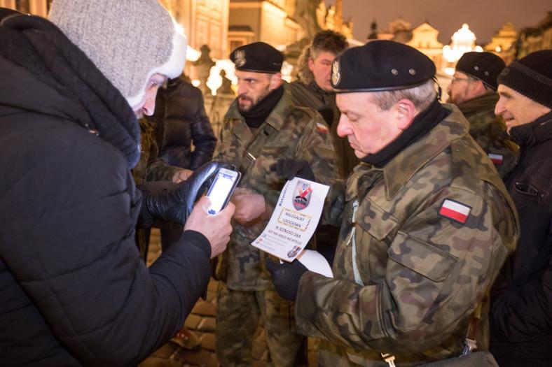 Durante la demostración nocturna de Pancerni Poznań