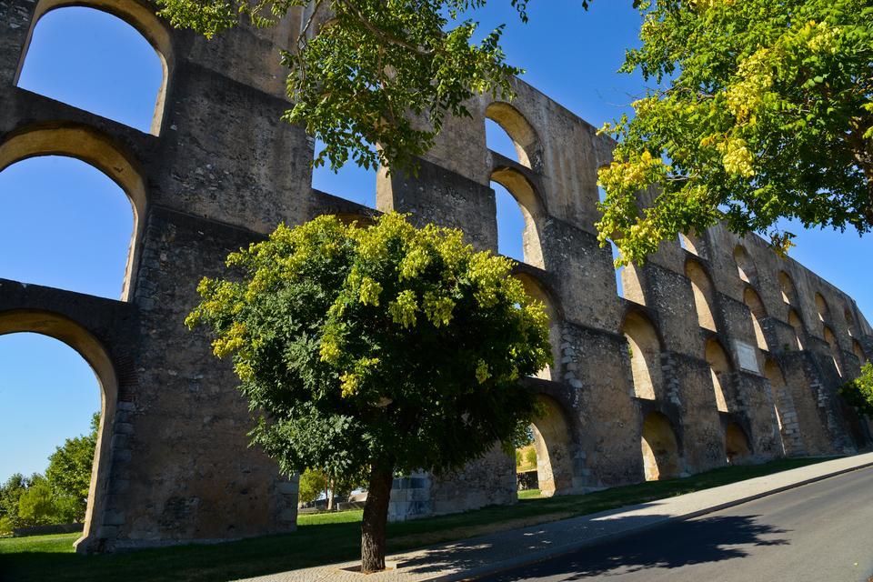 Elvas - miasto z olbrzymim akweduktem i murami obronnymi układającymi się w kształt gwiazdy widzianej z lotu ptaka