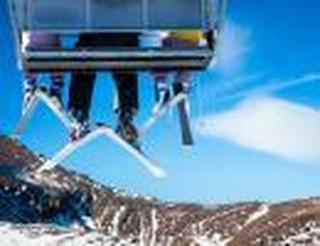 Bezpieczeństwo Polaków na nartach. Gdzie i jak jeździmy? [RAPORT]