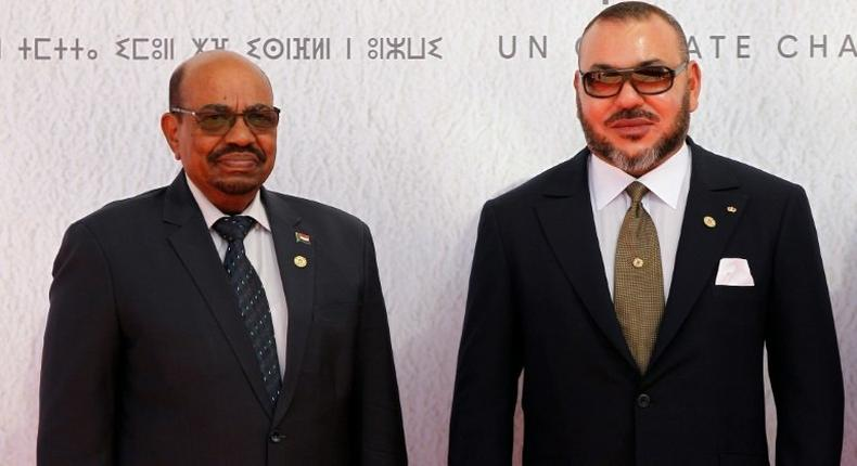 Sudanese President Omar al-Bashir (L) and Morocco's King Mohammed VI pose for a photograph as they arrive for the COP22 Climate Change Conference in Marrakesh on November 15, 2016