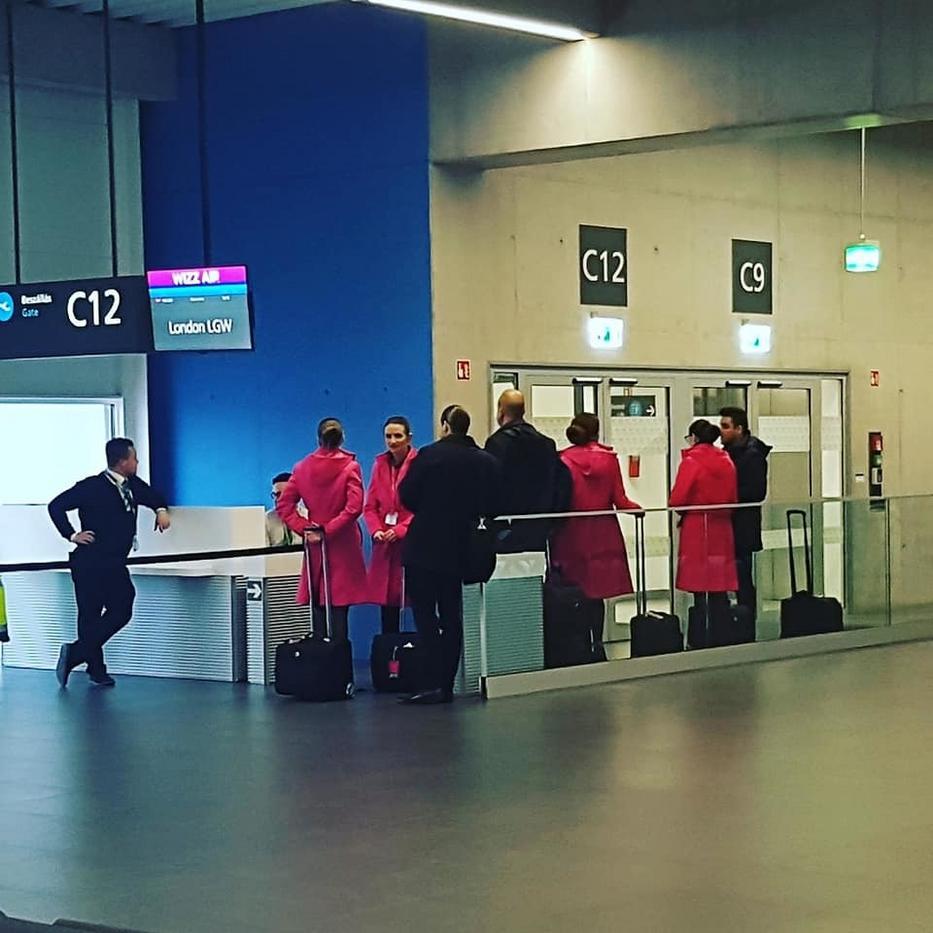 A pilóták és a stewardessek tették ki az utasok nagy részét.
