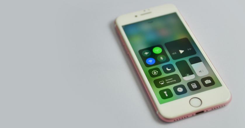 Centrum kontroli w iOS 11 w iPhonie. Ikony WiFi i Bluetooth już nie wyłączają tych modułów
