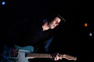Jack White powraca do swoich numerów w akustycznym stylu