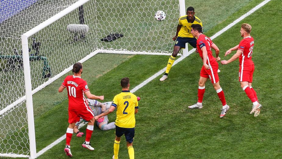 Robert Lewandowski marnuje okazję w meczu ze Szwecją