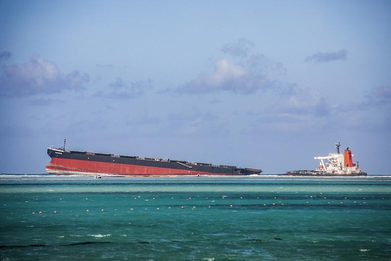 Mauritius - przełamany tankowiec