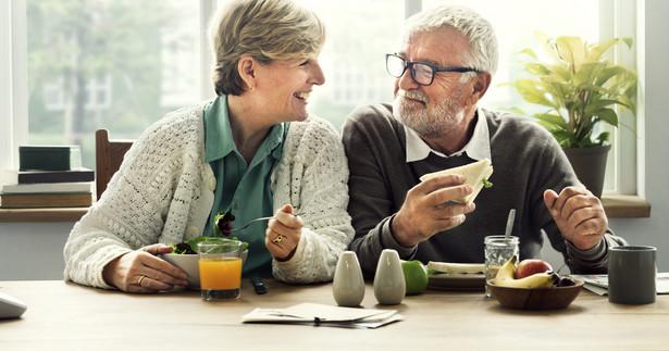 W razie nieprzekazania do ZUS powyższych informacji może on zawiesić wypłatę świadczenia, a nawet zażądać zwrotu niesłusznie pobranych, gdyż osiągany przez emeryta lub rencistę przychód może wpływać na zmniejszenie lub zawieszenie świadczenia.
