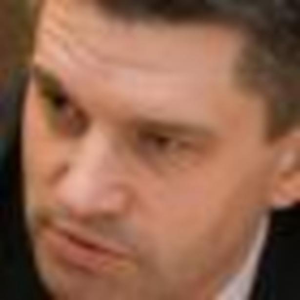 """Szef Służby Celnej nie powiedział, ile wyniosą podwyżki w przeliczeniu na etat, ponieważ - jak zaznaczył - ministerstwo chce budować system motywacyjny, by """"zachęcać funkcjonariuszy do efektywności""""."""