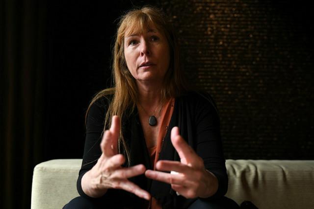 Skandal razotkrila novinarka Kler Braun