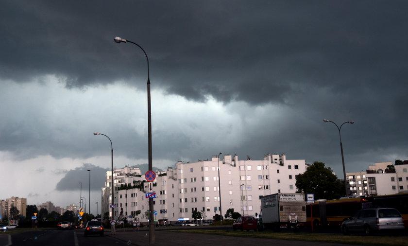 Synoptycy z Instytutu Meteorologii i Gospodarki Wodnej ostrzegają, przed burzami w niemal całej Polsce.