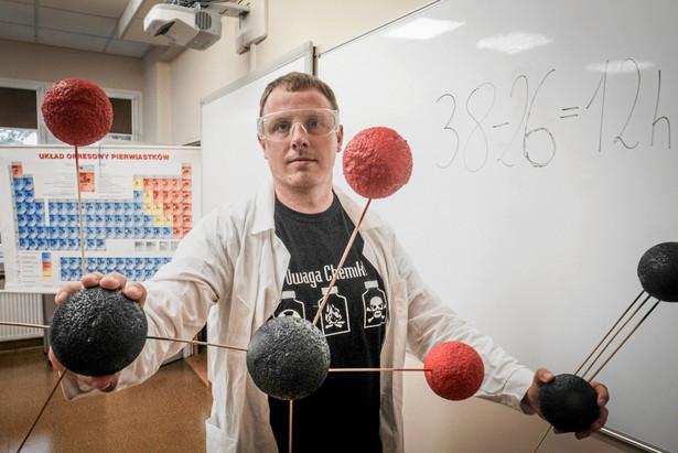 Nauczyciel chemii Dawid Łasiński