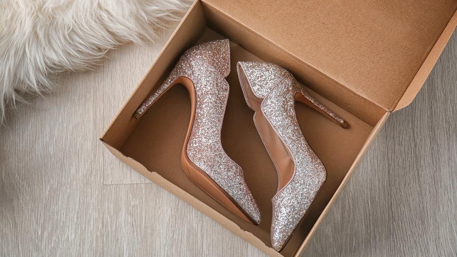 Ekstrawaganckie buty z wyprzedaży