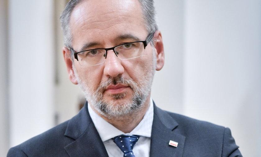W dwa dni na szczepienie przeciw COVID-19 zapisano ponad 140 tys. nastolatków – informował minister zdrowia Adam Niedzielski (48 l.)