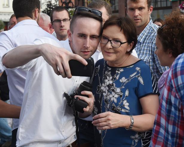 Premier Ewa Kopacz podczas spotkania z mieszkańcami Krotoszyna, PAP/Radek Pietruszka