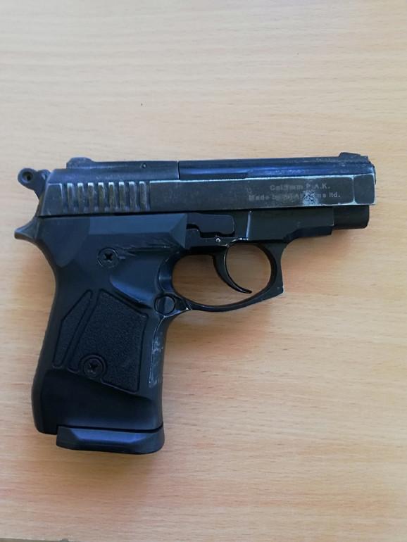 Zaplenjeni gasni pištolj