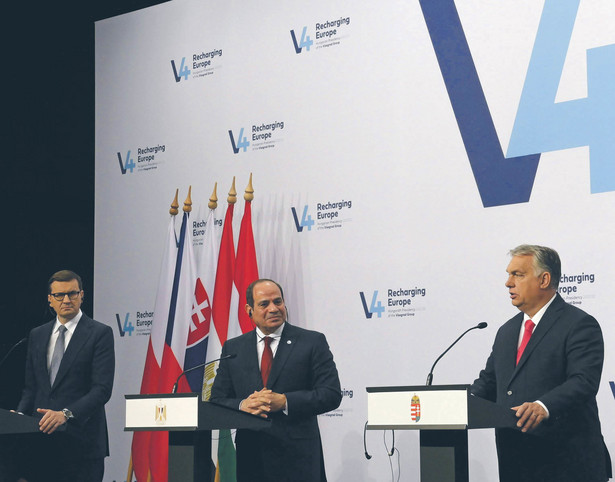 Od lewej: Mateusz Morawiecki, Abd al-Fatah as-Sisi i Viktor Orbán