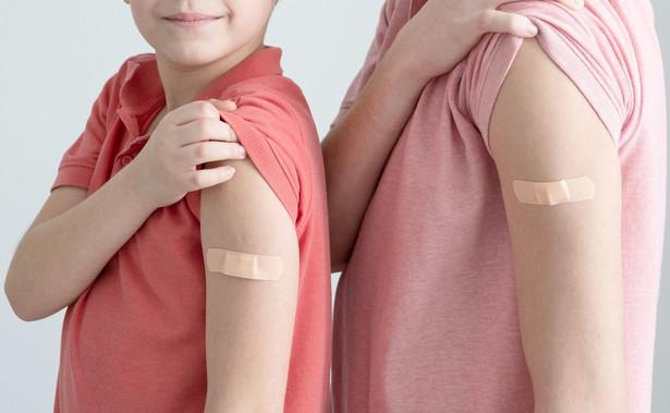 Szczepienia ochronne przeciwko COVID-19 wykonają tylko te osoby, które posiadają do tego kwalifikacje.
