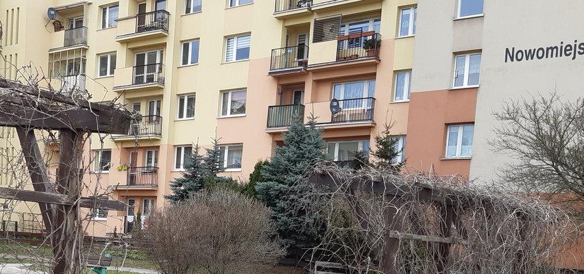 Wnuk wyrzucił babcię przez balkon. Nie przeżyła. 25-latek nie zostanie skazany