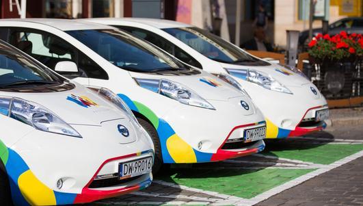 Zielone koperty dla elektrycznych samochodów niezgodne z przepisami?