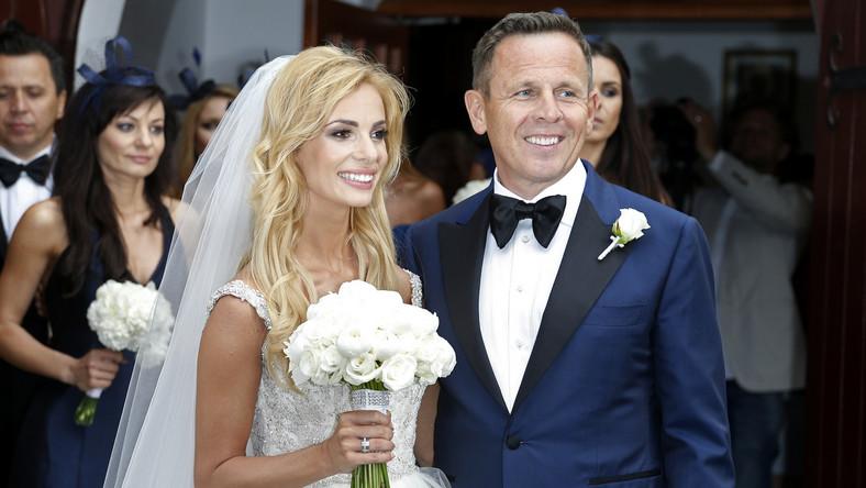 """Zawrotną kwotę, którą para wydała na swój ślub, podaje """"Fakt"""". Jeśli doniesienia tabloidu są prawdziwe, Izabela Janachowska miała jeden z najdroższych ślubów w polskim show biznesie."""