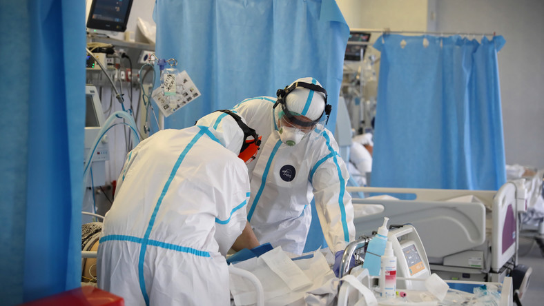 Koronawirus: Polska. Rząd przepłacał za testy
