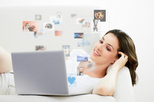 Podstawową zaletą FTTH jest stała prędkość Internetu, niezależna od obciążenia lokalnej sieci internetowej