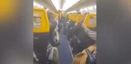 Horror na pokładzie Ryanaira. Pasażerowie wymiotowali i modlili się, by wyjść z tego cało