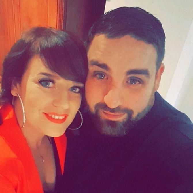 Greg sa suprugom