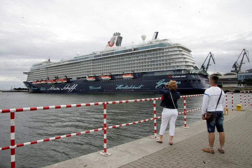 Wycieczkowiec Mein Schiff 4