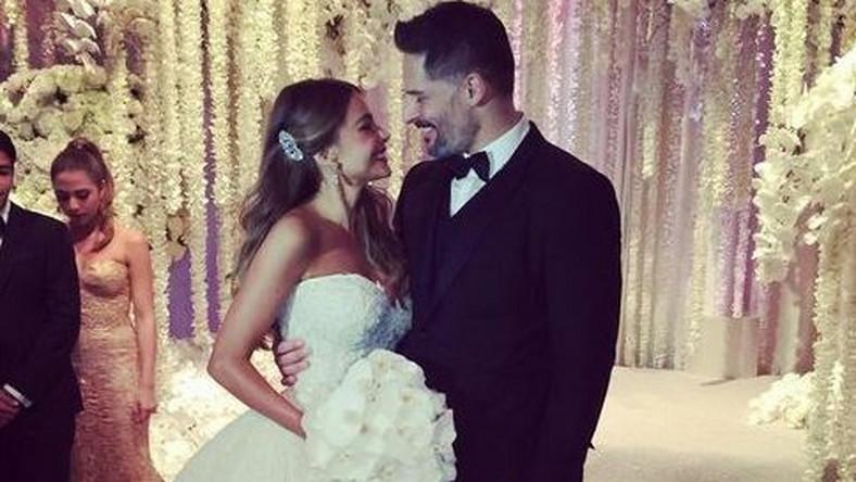 Ślub Sofii i Joe'go był bajową ceremonią, w trakcie której zakochanym towarzyszyło duże grono rodziny i przyjaciół.