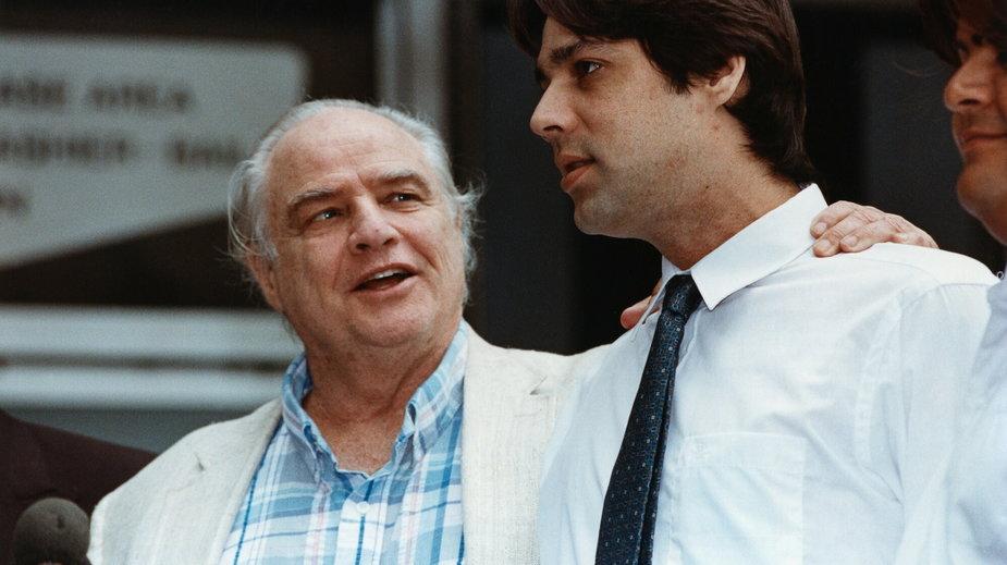 Marlon Brando i jego syn Christian w 1990 r.