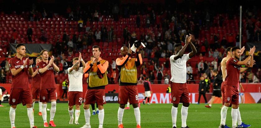 Piłkarze w Rumunii muszą uważać. Surowe kary za plucie podczas meczów