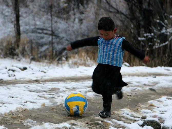 Sećate se dečaka koji je sanjao o Mesijevom dresu? Nakon što je upoznao slavnog fudbalera, ŽIVOT MU JE POSTAO PAKAO
