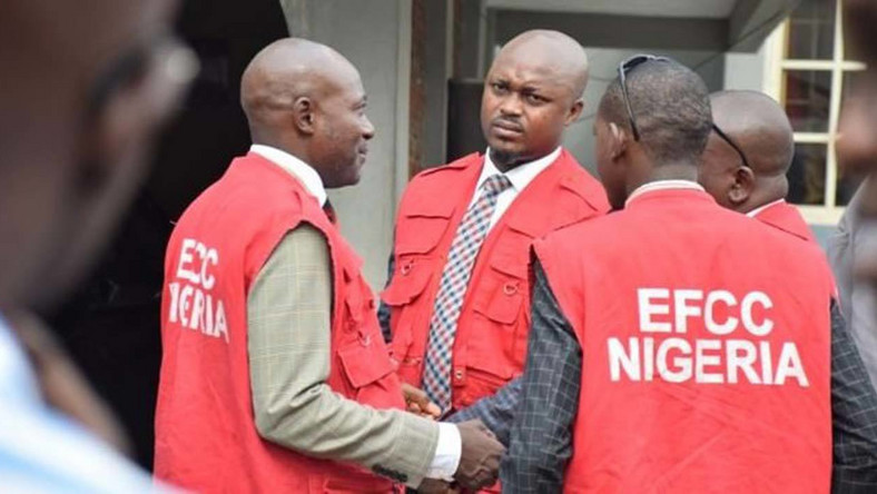 Operatives of the Economic and Financial Crimes Commission (EFCC). [dailynigerian]