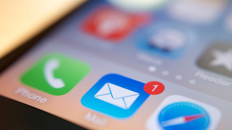 How to easily delete all of your emails on an iPhone