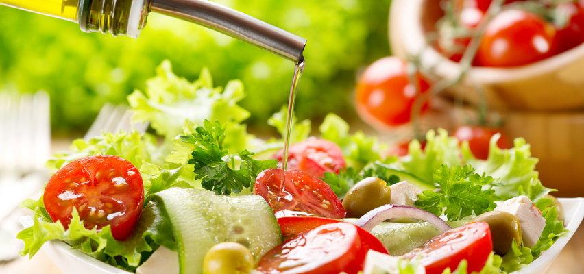 Przepisy na lekkie sałatki. Z tych składników możesz zrobić cuda