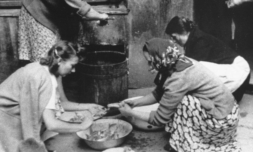 Zaplecze zatroszczyło się o tak podstawowe potrzeby powstańców, jak miska ciepłej zupy.