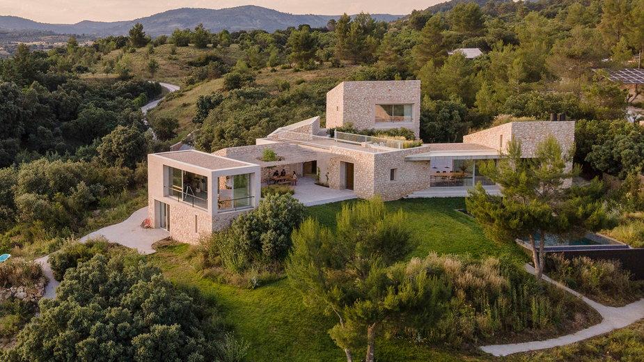 Dom z kamienia w Hiszpanii. W środku króluje subtelny minimalizm!