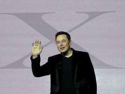 Strony firm Elona Muska - Tesli i SpaceX - zniknęły z Facebooka w kilka minut po tym, jak miliarder ogłosił to na Twitterze