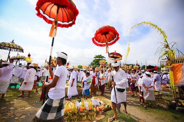 Hinduistyczne święto Melasti w Ubud