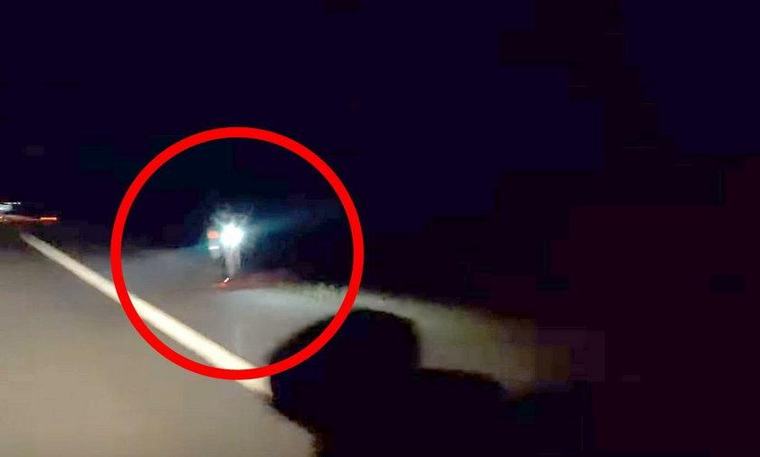 Pędził autostradą pod prąd na... elektrycznej hulajnodze. Szokujący film!