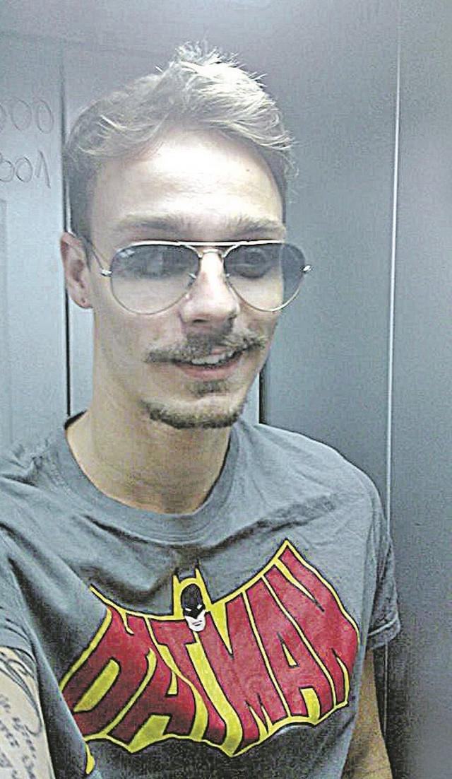 Sumnjiči se da je pre hapšenja već iznudio oko 1,5 miliona dinara od Amerikanaca: Momčilo Đinović